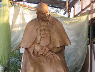 pomnik-jana-pawla-ii-w-pampelunie