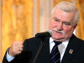 (FILES) File picture of Poland's former Solidarity leader and ex-president, Lech Walesa speaking during a ceremony at the Royal castle in Warsaw on 29 September 2008 marking the 25th anniversary of the Nobel prize award which honoured his peaceful struggle against the communist regime. Lech Walesa warned on March 30, 2009, he would leave Poland if recent publications alleging he once collaborated with the communist secret police go unpunished.                      AFP PHOTO / JANEK SKARZYNSKI/FILES